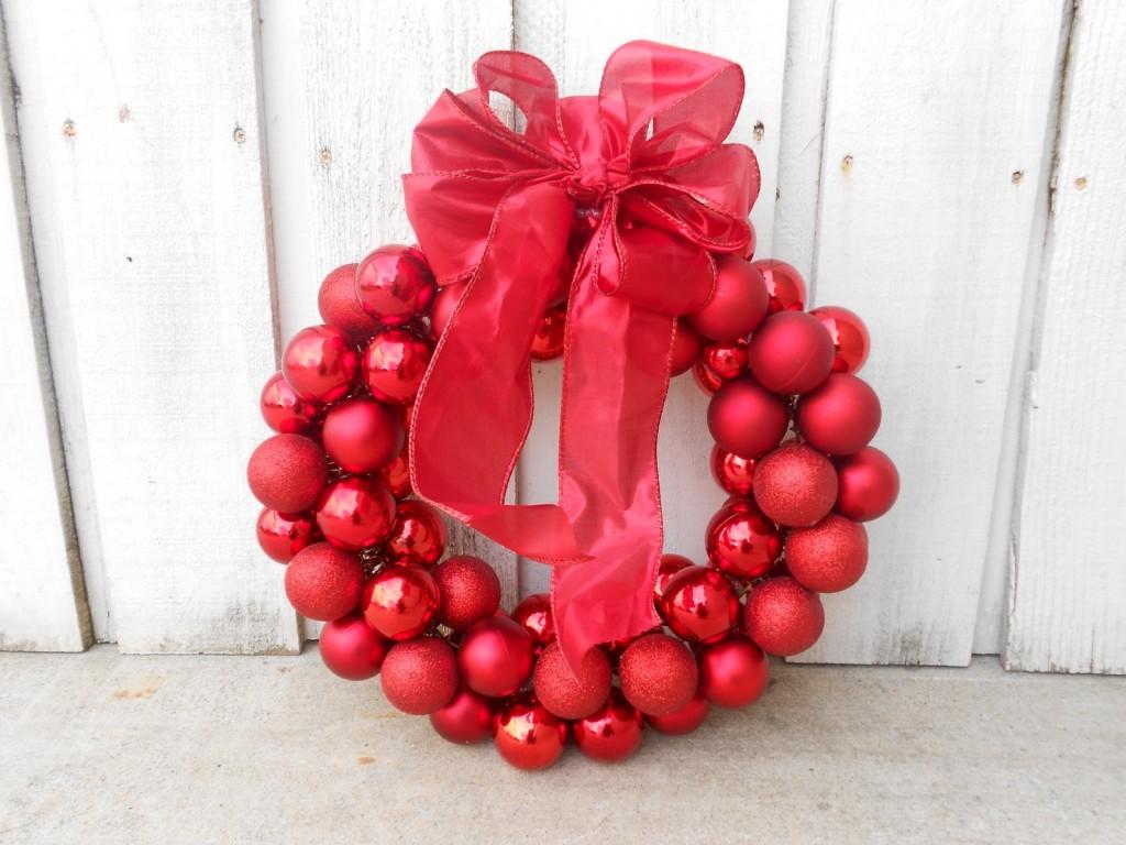 Рождественский венок из елочных шаров своими руками