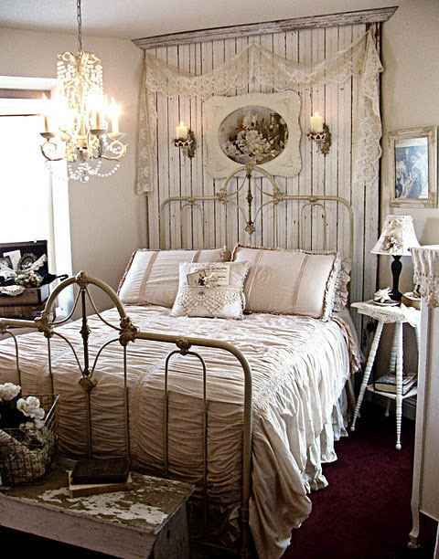ажурная-кровать в спальне