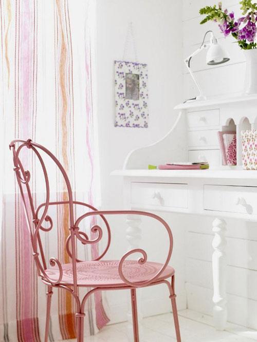 ажурный столик в спальне