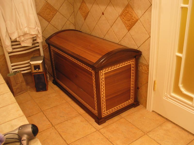 сундук в ванной комнате