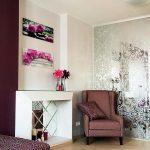 Фото 84: Зеркальная стена с узором в гостиной