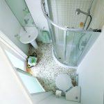 Фото 12: Душевая в очень маленькой ванной