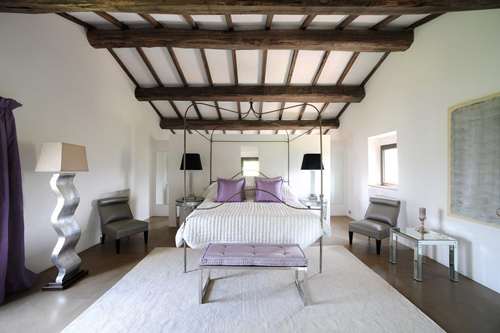 Сиреневый цвет в интерьере спальни