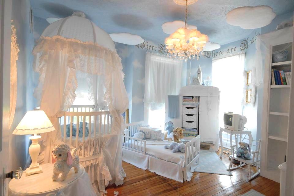 Дизайн потолка в комнате для новорожденных