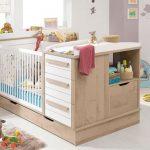 Фото 100: Кроватка с пеленальным столиком и комодом для новорождённых