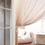 Фото 105: Нитяные шторы в дверном проеме