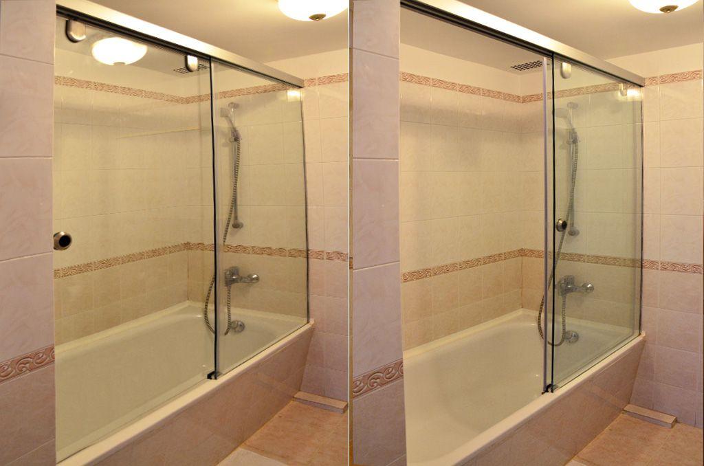 Ванная с душевой шторкой из стекла