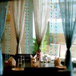 Фото 47: Сочетание штор и нитяных штор с бусинами