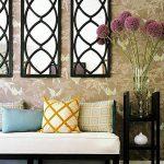 Фото 41: Несколько зеркал над диваном в гостиной