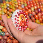Фото 55: Украшение яиц бисером и иконой