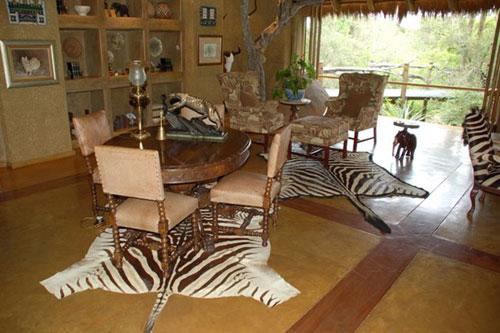 Гостиная в африканском стиле в пастельных тонах