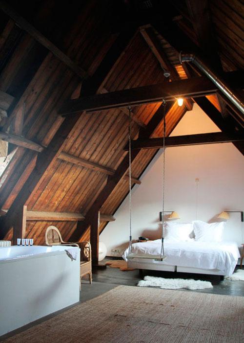 Пример оформления спальни в мансарде