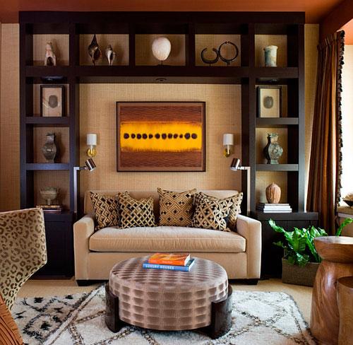 Хранение аксессуаров в интерьере гостиной в африканском стиле