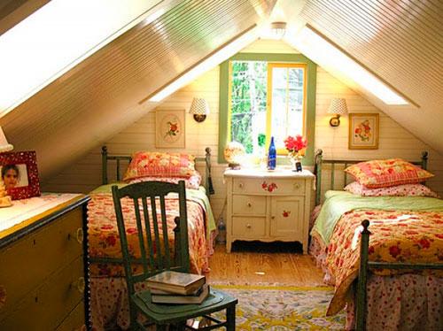Оформление спальни в мансарде в стиле кантри