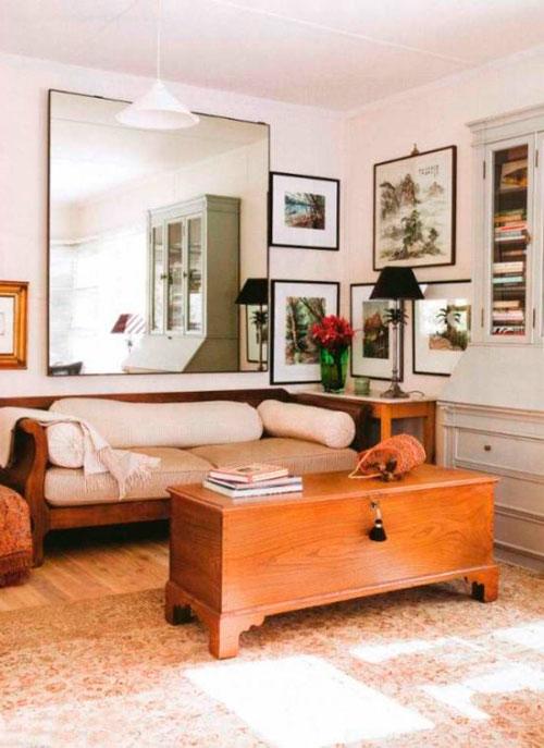 Зеркало в дизайне квадратной гостиной