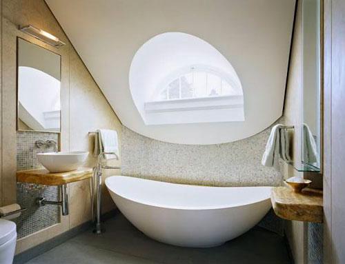 Окна в мансардной крыше нестандартного размера и формы