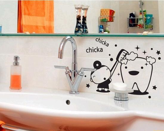 Декоративные наклейки в ванной комнате