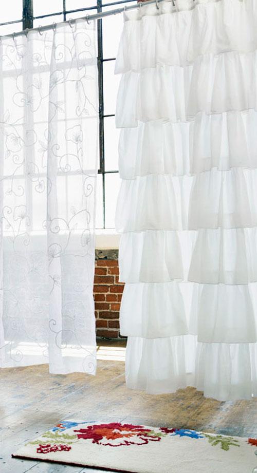 Белые шторы в интерьере: разнообразие форм