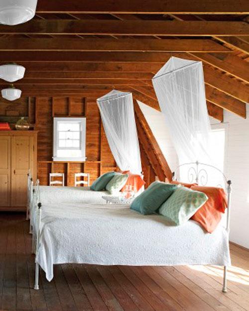 Белые шторы для мансардных окон