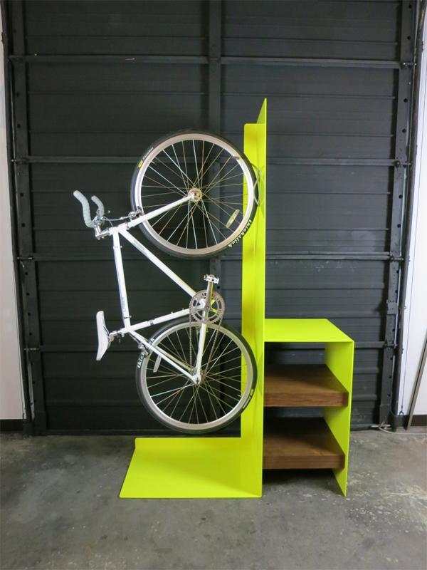 Деревянная стойка для крепления велосипеда