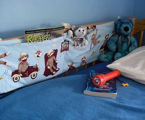 Кармашки для хранения книг и игрушек в детской кровати