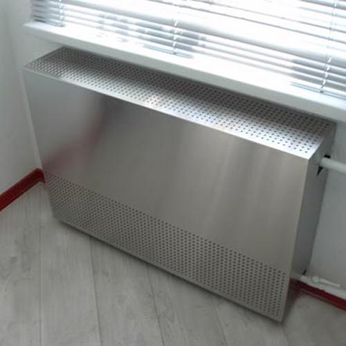 Металлический экран для батареи отопления