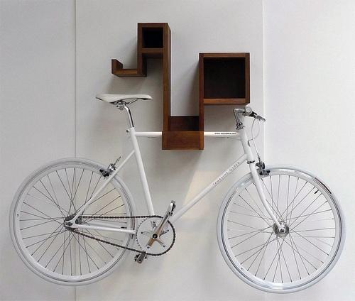 Как повесить велосипед на стену фото