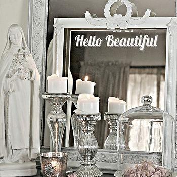 Виниловая наклейка на зеркале