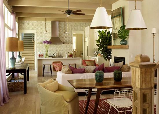 С помощью декоративных потолочных балок можно сделать помещение кофортнее