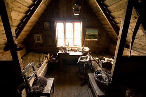 Маленькая спальня в мансарде