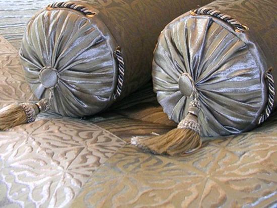 Декоративная подушка-валик своими руками