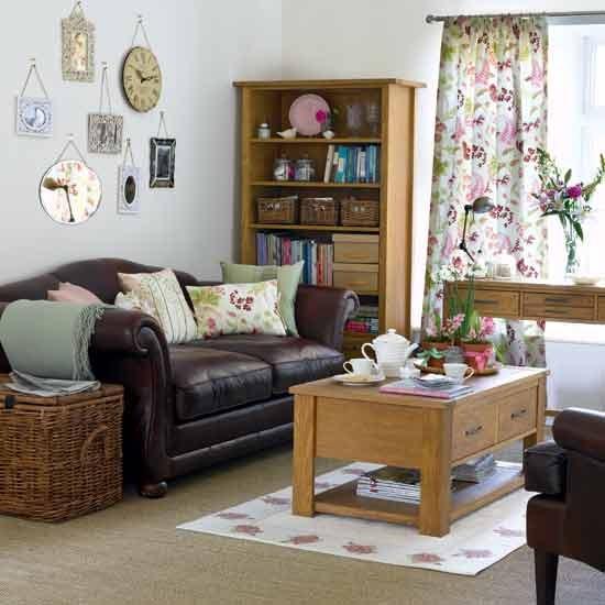 Плетеные корзины в интерьере гостиной