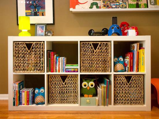 Плетеные корзины в детской комнате