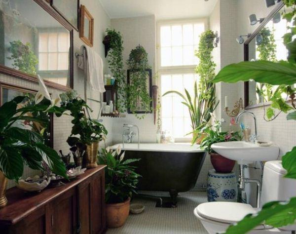 Искусственные цветы в ванной комнате