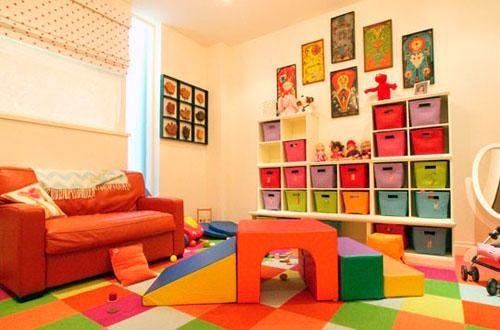 Стеллажи для детской в гостиной