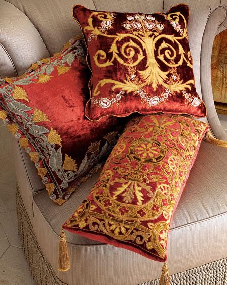 Декоративные диванные подушки в восточном стиле