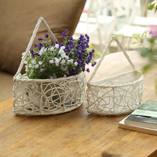 Плетеные корзины с цветами