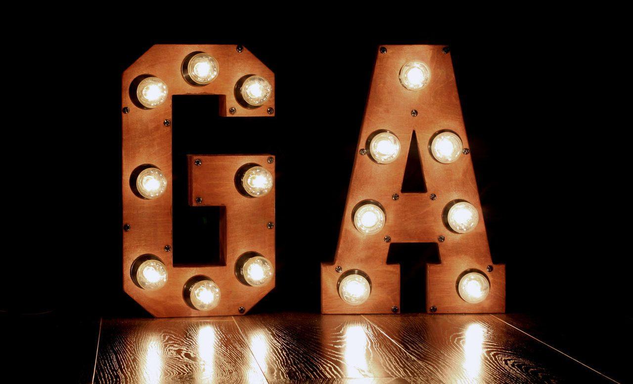 Освещение деревянных объемных букв