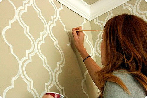 Трафареты для декора своими руками: нанесение краски при помощи кисточки