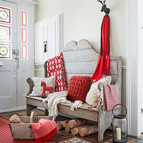 Красивые прихожие в доме в стиле кантри