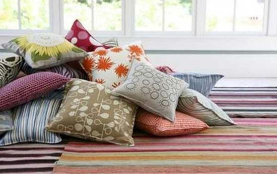 Виды декоративных диванных подушек