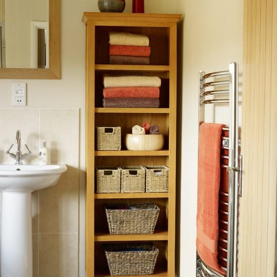 Использование плетеных корзин в ванной