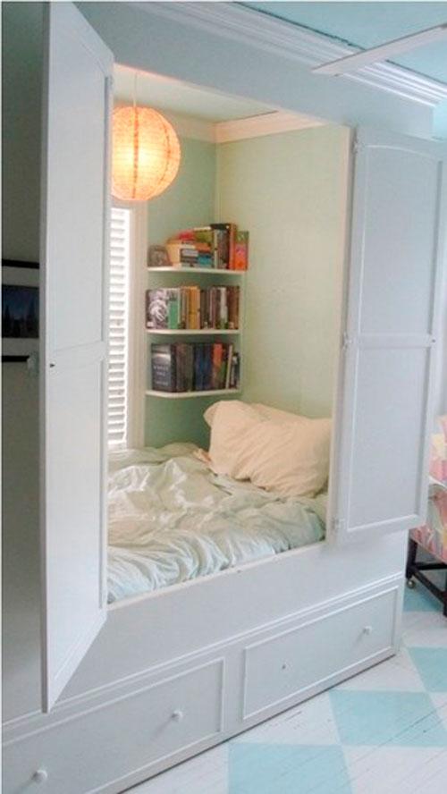 Кровать-шкаф в дизайне детской комнате в гостиной
