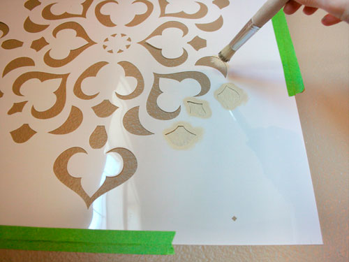Трафареты для декора своими руками: нанесение краски при помощи кисти