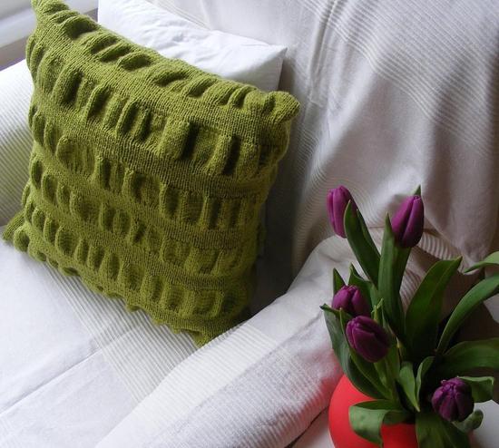 Декоративные диванные подушки в интерьере