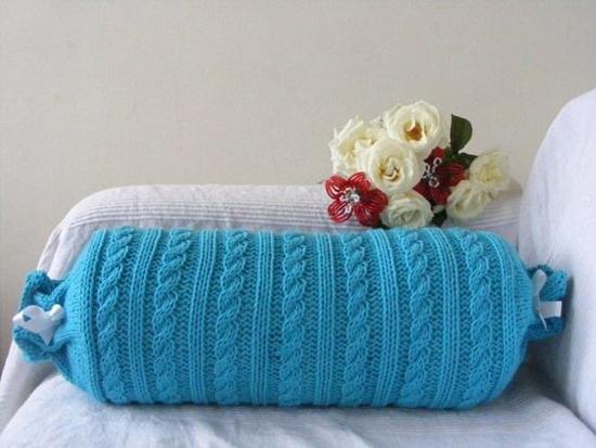 Подушка-валик в интерьере