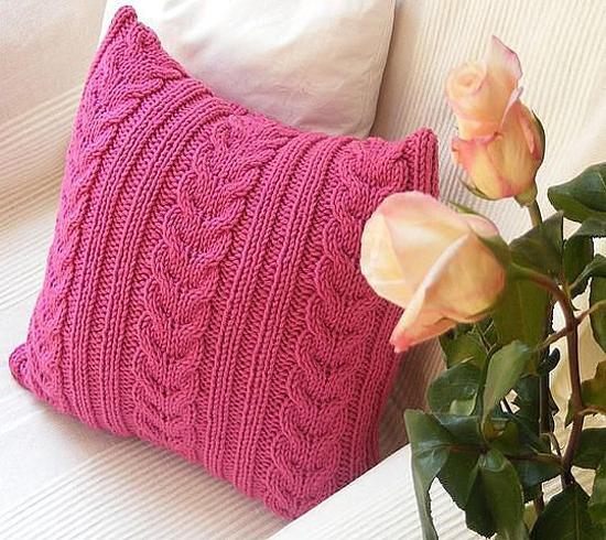 Декоративная подушка - яркий акцент