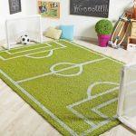 Фото 131: Коврик – футбольное поле для двух детей