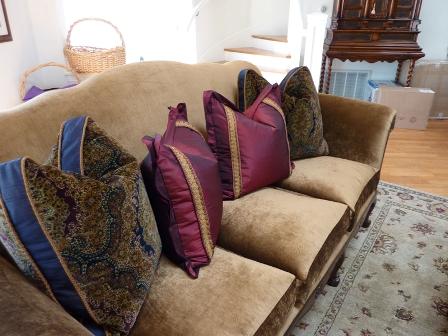 Декоративные диванные подушки фото
