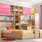 Фото 24: Разделение стеллажом детской комнаты для двоих детей